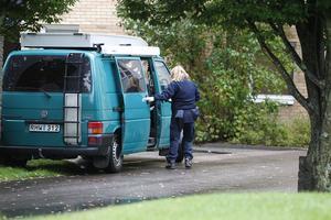 Under onsdagen fanns polisens tekniker på plats vid den misstänkte mannens bostad.