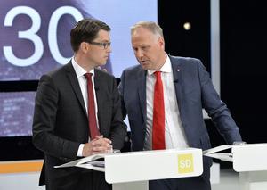 V och SD är varandras motpoler i politiken. Partierna har också olika förhållningssätt till det förflutna.