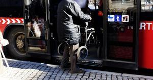 Alla bussar är inte anpassade för resenärer med rullatorer. Foto: Paola N Andersson/arkivbild