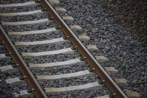 Frågan om var järnvägen ska dras är under diskussion.
