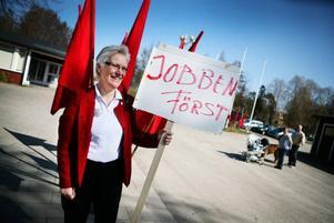 Socialdemokraten Åsa Lindestam, som sitter i försvarsutskottet och EU-nämnden, kom i går till Norrsundet för att hålla ett första maj tal. Regeringen fick svidande kritik för den politik som förs.