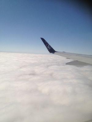 Den blåa fina himmel som vi så gärna vill se finns där uppe ovanför molnen.