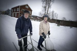 Georg och Evy Olsson har nu bara några stenkast till Hälsocentralen.