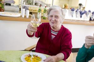 Linnea Törnlund berömde maten och trivdes på kalaset.