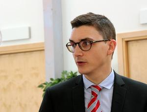 Vice chefsåklagare Kristofer Magnusson berättar att åtal mot 30-åringen ska vara väckt senast 3 maj men att han kan komma att begära omhäktning. Fälls mannen för grovt vapenbrott så väntar sannolikt en dom om fängelse i minst två år. Foto: Eva Högkvist