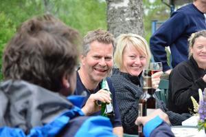 """Återvänder. För tionde året i rad besöker Anita Stray och Nisse Fredriksson, från Köping, Klotens fritidsby under midsommarhelgen. """"Vi bokar stugor till nästa år när vi lämnar stället på söndag"""", säger Anita Stray."""