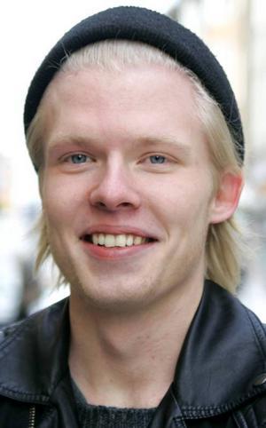 Oscar Moberg,…18 år, Svenstavik:– Nej. Jag tycker att det ska bli kul att bli äldre och ta del av de vuxnas privilegier. Det finns mycket man kan göra som äldre som man inte kan göra som ung.