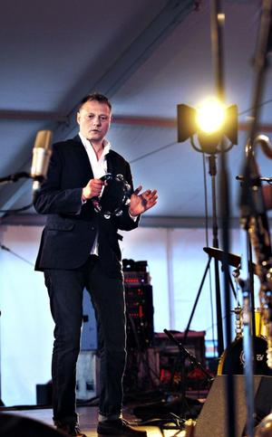 Sångaren Magnus Carlsson med Moon Ray Quintet i ryggen bjöd på en konsert som inte enbart den yngre delen av publiken gav ett stort bifall.