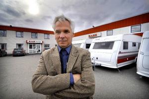 Kabe har tillverkat sina rödvita husvagnar i 50 år och Alf Ekström känner tillförsikt inför framtiden. Foto: Stefan Nilsson