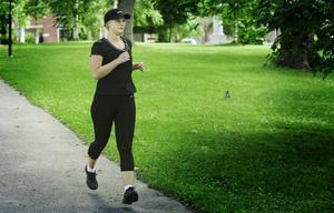 Make up artisten Jessica Klahr, 25, tränar på Hälsans stig när hon kommer hem till Gävle.