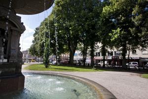 Den vinnande arkitektfirman Brunnberg & Forsberg ville förse Esplanaden med två långsmala paviljonger med klätterväxter, glasskiosk och toaletter. Men kommunen ratar förslaget.