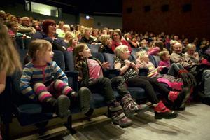 Barnen hade svårt att sitta still när Tobbe Trollkarl showade.
