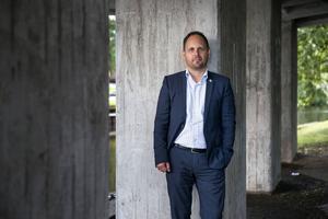 Jörgen Berglund (M), oppositionsråd i Sundsvalls kommun, upplever anklagelser mot partikollegan Per Wahlberg (M) som mycket allvarliga.