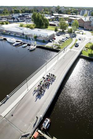 ... strax därpå med 38 cyklister och sist med...