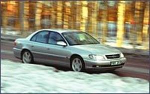 Foto: OLLE HILDINGSON Ansiktslyft. Opel Omega har fått delvis nytt utseende. De flesta och de viktigaste förändringarna finns dock under skalet.