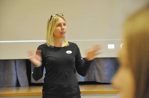Eva Johansson pratar engagerat om matsvinnet.