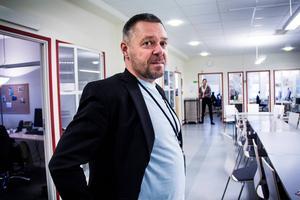 Fler boendeplatser för asylsökande behövs i länet. Lars Ulander, enhetschef på Migrationsverket i Söderhamn, hoppas att den nya upphandlingen ska ge resultat.