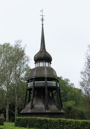 Klockstapeln i regementsparken är en mindre kopia av klockstapeln i Ljusdal. Den byggdes 1915 av regementets personal.