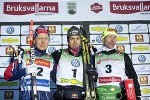 Axel Ekström på prispallen efter den sensationella andraplatsen i Bruksvallarna,  bredvid segraren Marcus Hellner och trean Lukas Bauer.