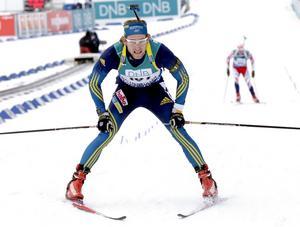 Torstein Stenersen, numera svensk medborgare som tävlar för Biathlon Östersund, är del två av singelmixstafettlaget i världscuppremiären tillsammans med Linn Persson.