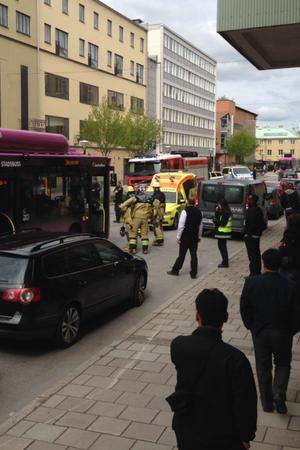 Tre personer fördes till USÖ efter olyckan.