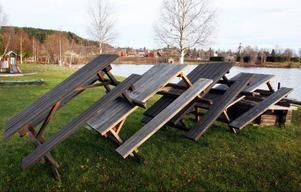 Gräset är fortfarande grönt, men borden i Hoverbergs båthamn har intagit vinterposition.