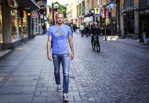 På Östersunds gator blir det ingen fotboll, men när Dragan Kapcevic växte upp i nuvarande Bosnien var fotbollen med hela tiden.