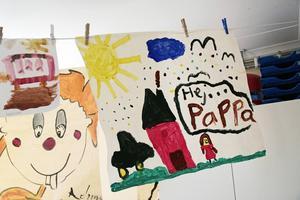 Det finns ett målarrum för barnen.