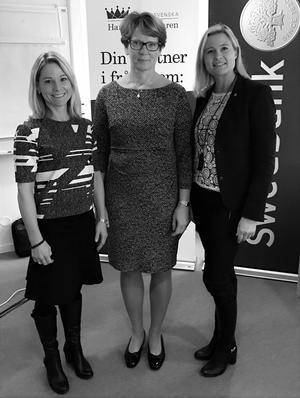 Kristiona Snitt, förste vice riksbankschefen Kerstin af Jochnick och Mirja Herrdin