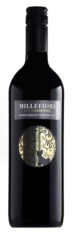 Rik smak av solmogna koncentrerade körsbär, kryddor och fat hittar vi i italienska Millefiori Rosso Delle Venezie.