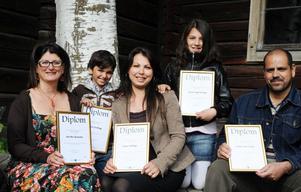 Några av de omkring 30 människor som under året har blivit nya svenska medborgare i Bollnäs.