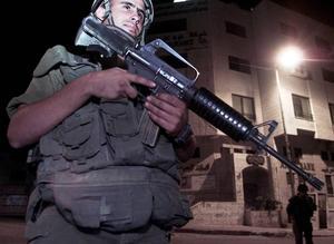 För att få ett slut på kriget i Gaza kräver den rättvisa socialisten Sigbritt Herbert att Israel lägger ner vapnen.