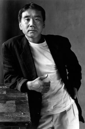 Haruki Murakami har skrivit en svindlande mäktig romantrilogi, åtminstone att döma av de två första delarna som nu kommer på svenska.