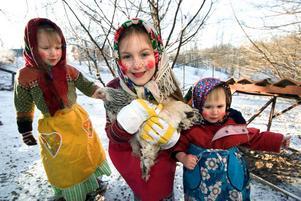 Den vanligaste dagen i stora delar av landet att gå påskkärring är på skärtorsdagen. Men i västra delen av landet är påskaftonen vanligast för påskkärringar att ge sig ut.