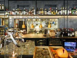 Löylys restaurang i anslutning till bastuavdelningen har blivit ett av Helsingforsbornas nya favoritställen.