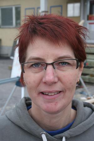 Ylva Nilsson tackade nej till ett erbjudande om fast anställning hus Kjelles i Hudik. Hon förverkligar istället drömmen att omstarta om närbutiken på Södra vägen.