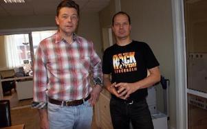 Äntligen på plats i nyrenoverade lokaler i Dala-Floda centrum. Hans-Erik Larsson (t v), ägare till byggföretaget Helob, tillsammans med arbetsledaren Fredrik Grönlund.FOTO: CHARLOTTA RÅDMAN FRANS