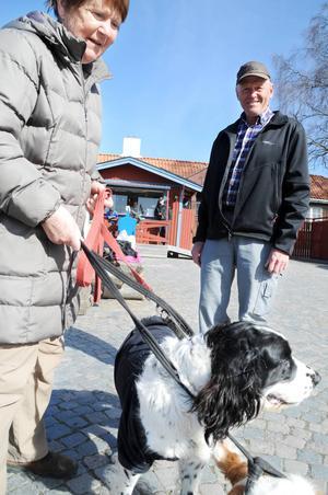 Gördis och Ulf Olsson skulle helst se att inga smällare alls användes på valborg.