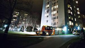 Bild från i går kväll när polisen anlände till Malmaberg.