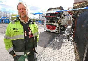 – Vi hann återvända till lastbilshytten och få tag på kläder innan branden tog över, berättar Tomas Andersson.