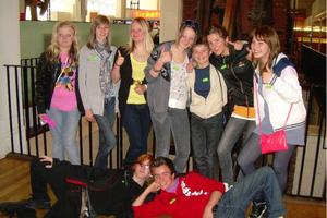 Svenska och engelska elever på Science museum i London.