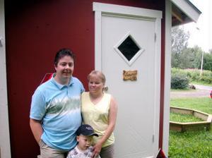 Det var Cesilia, Mikaels sambo, som kom på idén att bygga en mobil bastu. Därför står det också sauna på dörren.