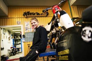 ÖMK:s yngling Ove Ledström dominerade när isracingserien kom till Norrköping i söndags.