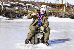 Thomas Larsson från Svegs sportfiskeklubb vann lagtävlingen för herrseniorer och kan titulera sig nordisk mästare i pimpelfiske.
