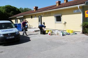 Just nu pågår slutarbetena i Backa förskolas tidigare lokaler i Edsbyn, dit dagverksamheten kommer att flytta. Här förbereds för golvläggning.