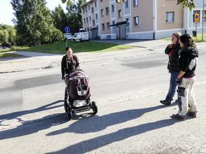 Vännerna Sara Englund, Mathilda Envall och Malin Häll är inte ett dugg förvånade över att olyckan hände. Nu kräver de farthinder tillbaka.