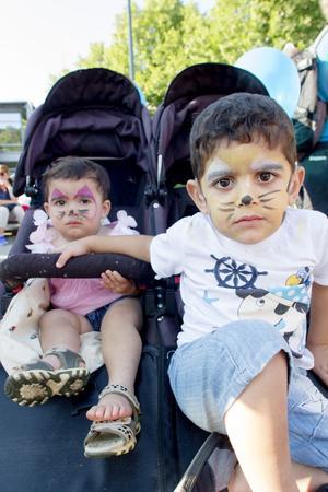 Leila och Abbas Jassom laddade med ansiktsmålning inför Sean Banan.
