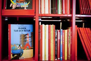 På biblioteket i Gallerian finns åtminstone tiotalet olika Tintinalbum och Tintin kommer inte att kastas ut. Inte heller gamla indianböcker, försäkrar personalen.
