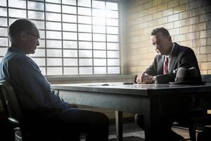 Tom Hanks spelar advokaten som får i uppgift att försvara en sovjetisk spion i