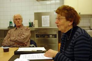 BARNOMSORG. Britta Ericsson stred för att även Karlholmsbruk skulle få barnomsorg efter kommunsammanslagningen 1974. I bakgrunden veteranen Artur Holmberg.Foto: Conny Svensson